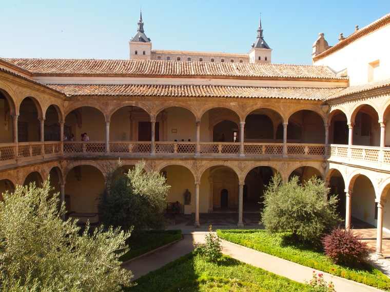 courtyard in Museo de Santa Cruz