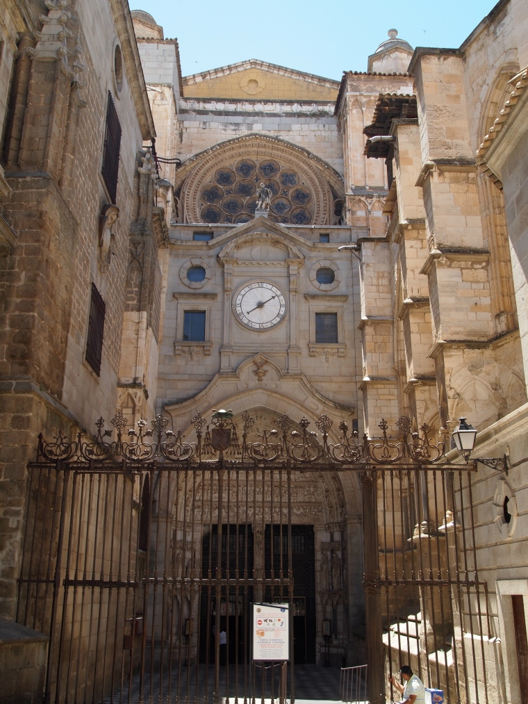 the back entrance to Catedral de Toledo