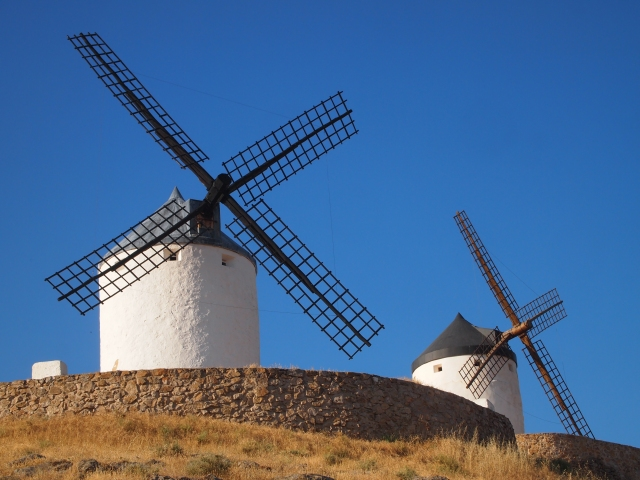 a morning with the windmills in consuegra