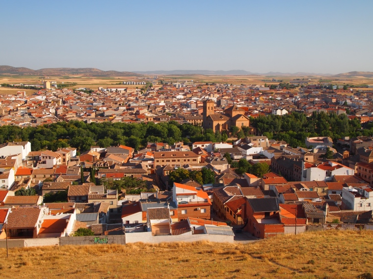 the town of Consuegra from the hill