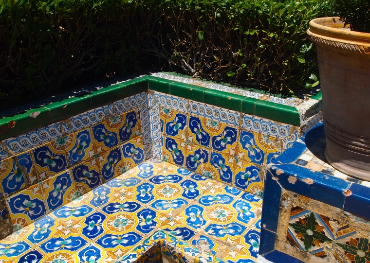 bench in the gardens ofPalacio del Rey Moro