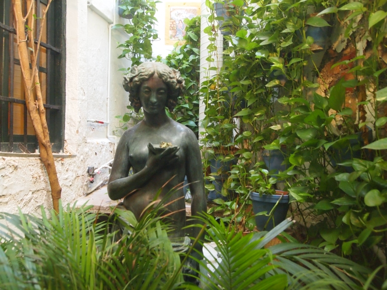 a pretty little statue in a Málaga restaurant