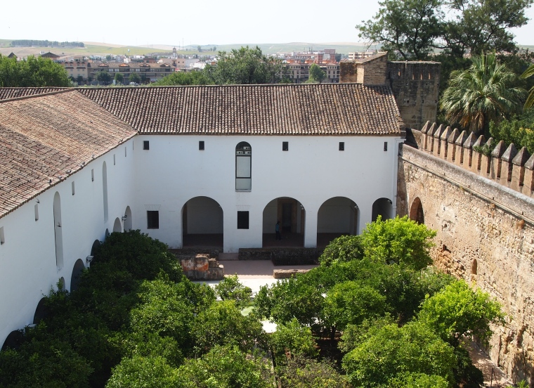 courtyard in the Alcázar de los Reyes Cristianos
