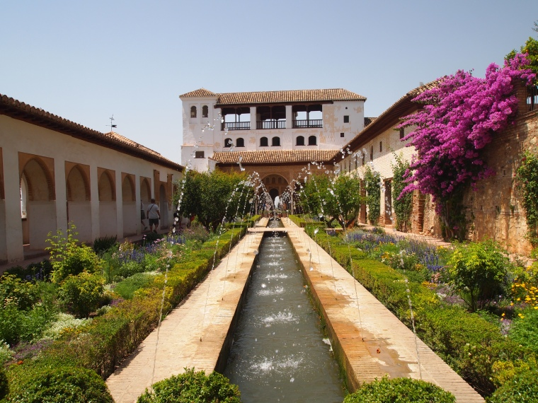 Generalife palace in search of a thousand caf s for Generalife gardens