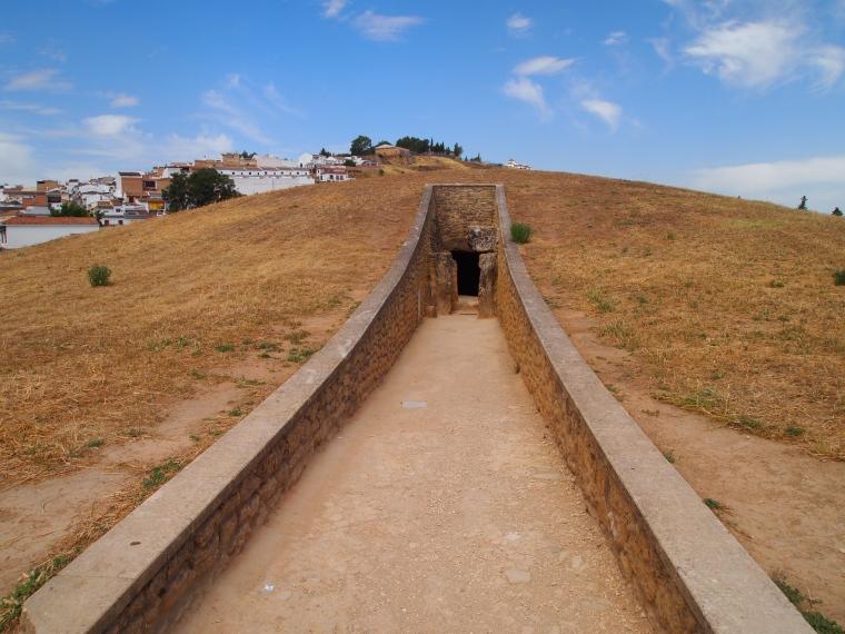 entrance to Dólmen de Viera