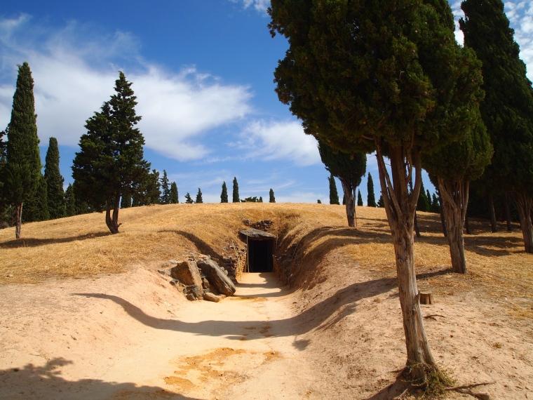 entrance to Dólmen del Romeral