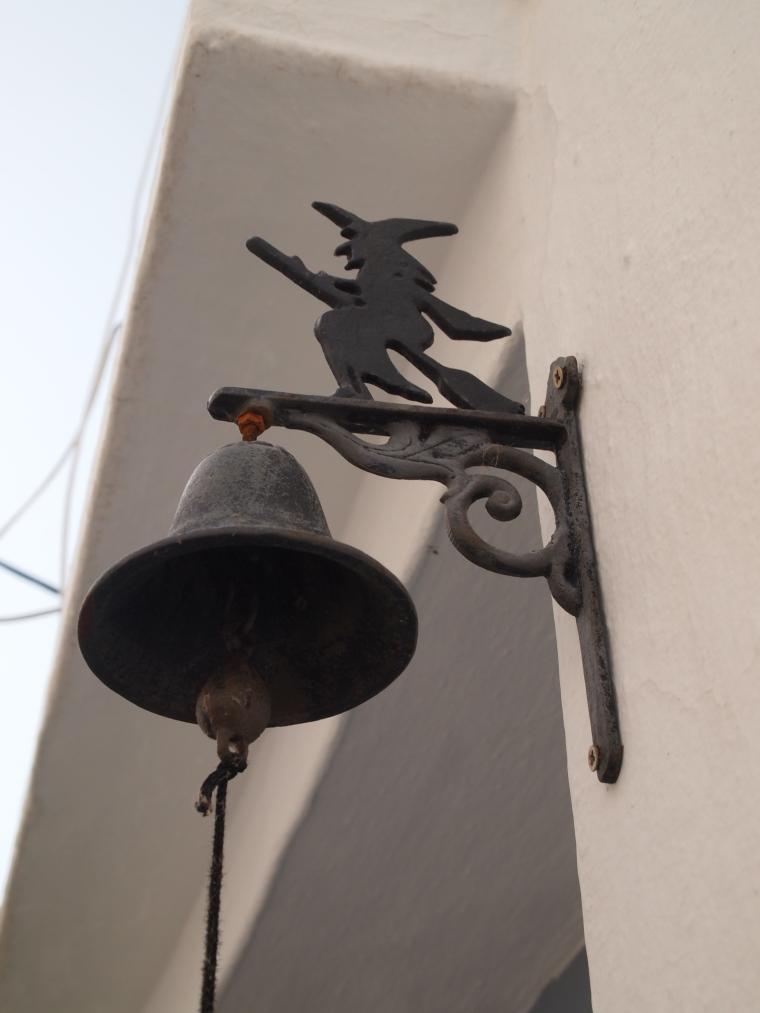 interesting doorbell