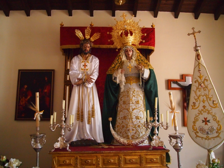 statues inside the Church of El Salvador