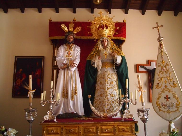 statues inside the Church of El Salvador