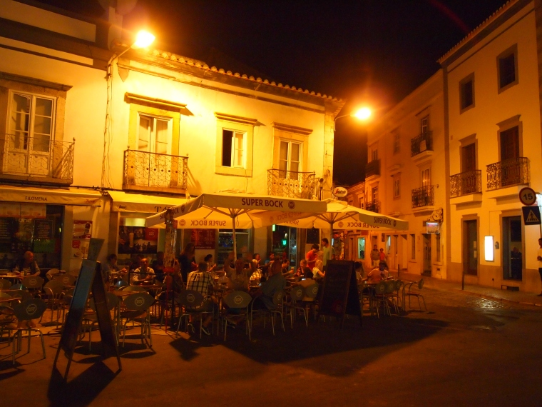 Tavira all abuzz at the cafes