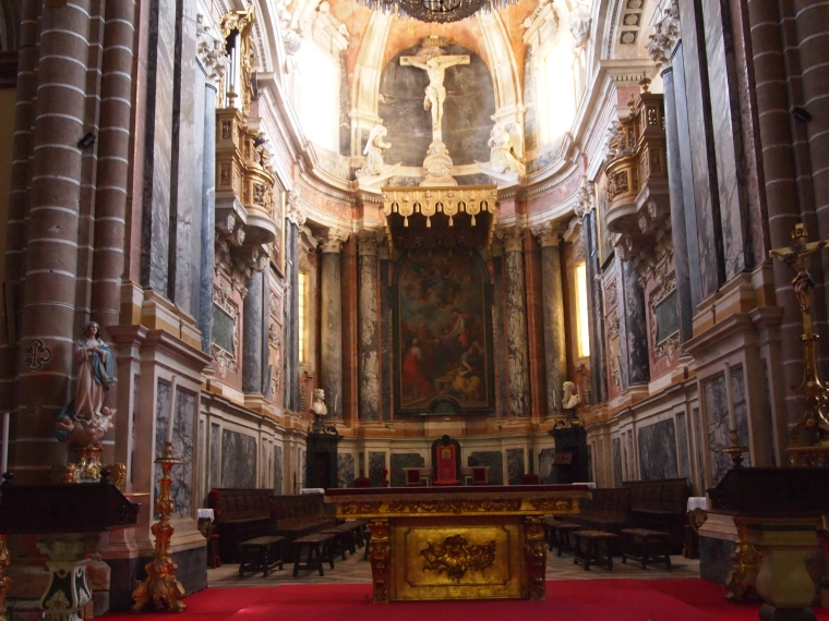 the main chapel of the Cathedral of Evora