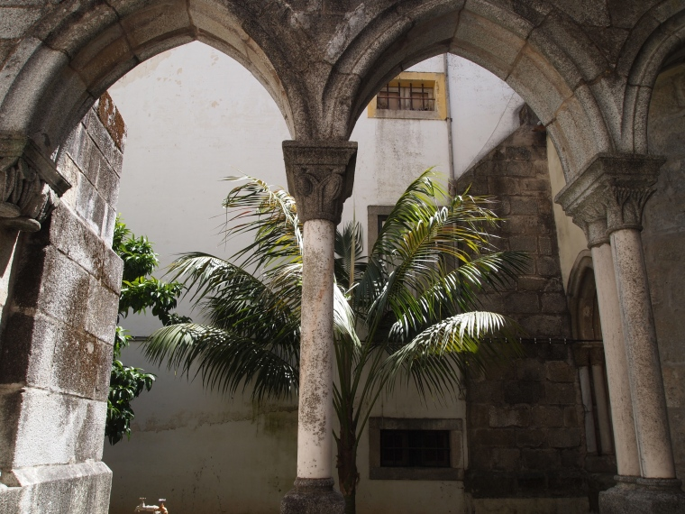 entrance to the Capela dos Ossos