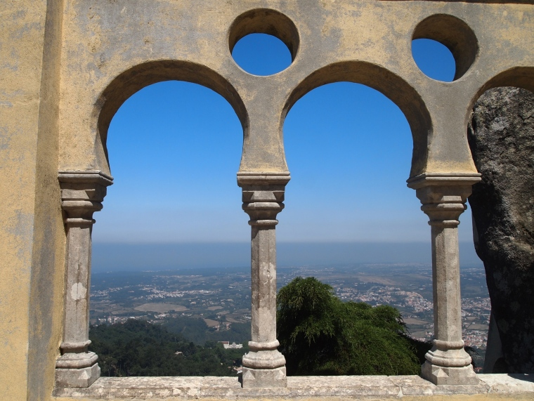 arches with a view at Palácio Nacional da Pena