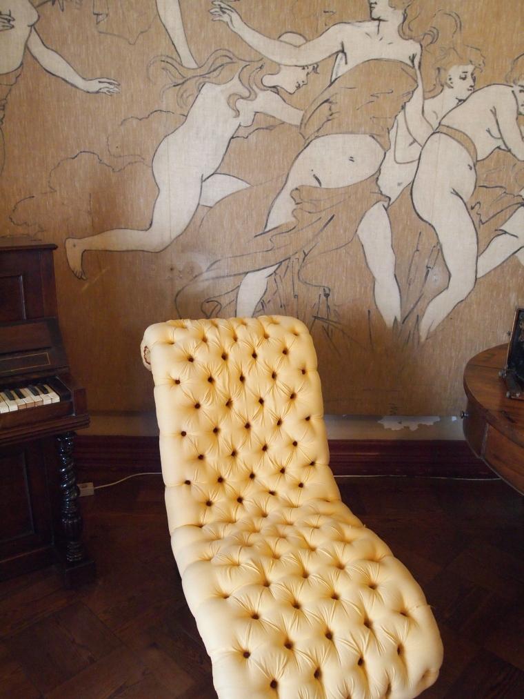 a chaise lounge at Palácio Nacional da Pena
