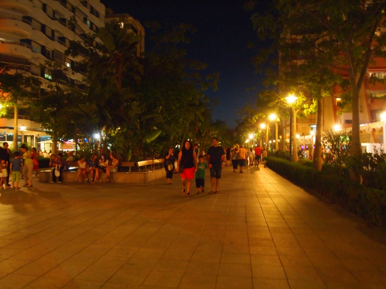 the beach promenade in Torre del Mar