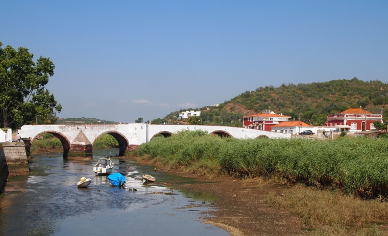 Approaching Silves by way of the Rio Arade