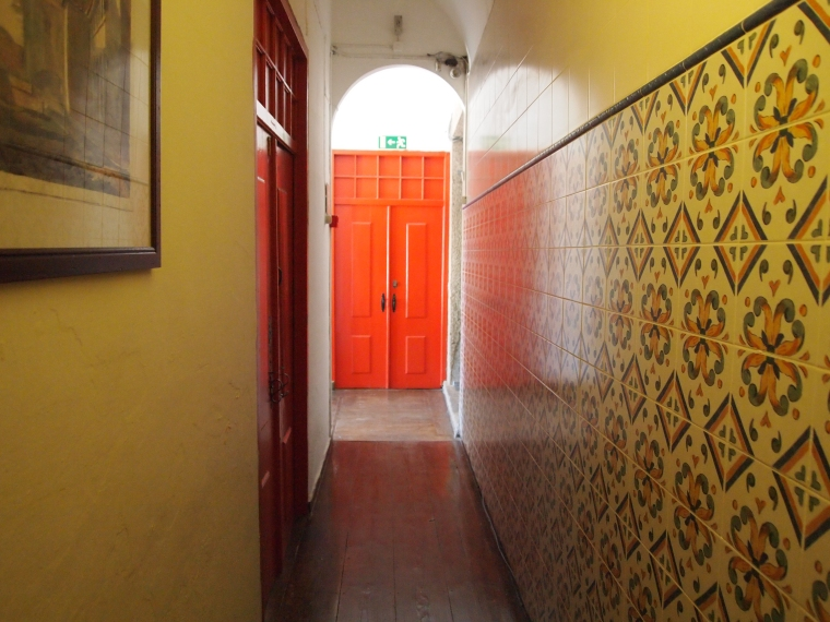 the hallway from my room to reception at Pensão Policarpo