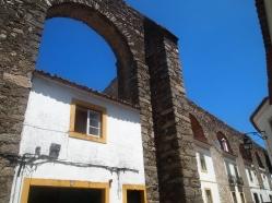 Buildings built into the arches of the Água de Prata Aqueduct