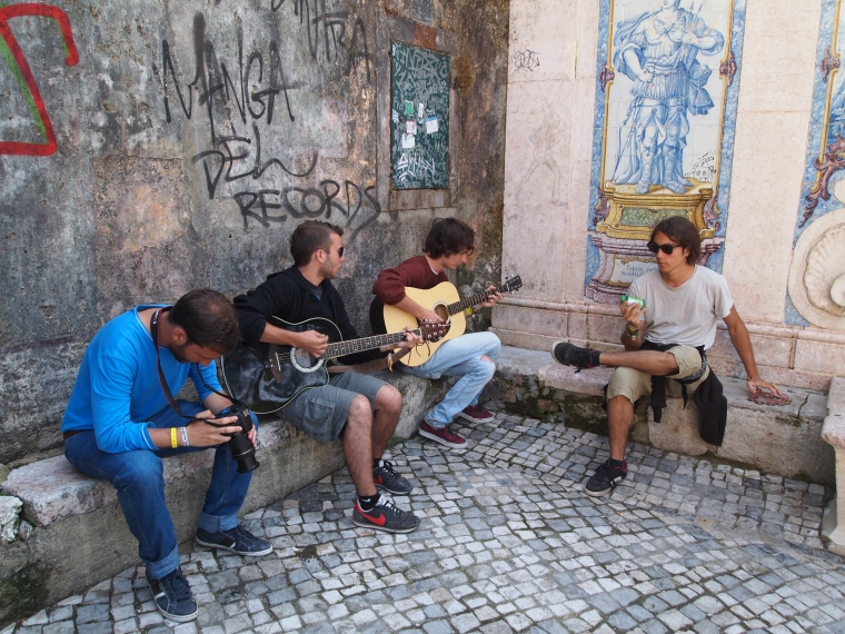 a group of Spanish boys playing some fabulous music (Sutil)