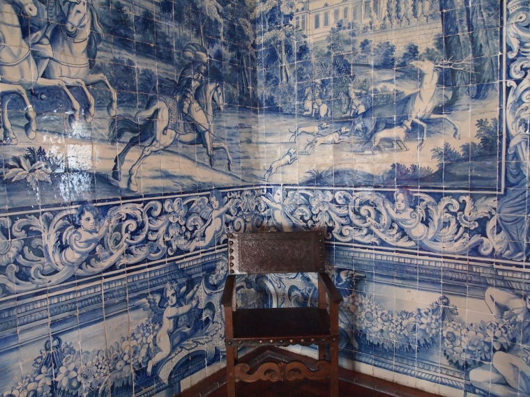 azulejo tiles in Blazons Hall at Palácio Nacional de Sintra