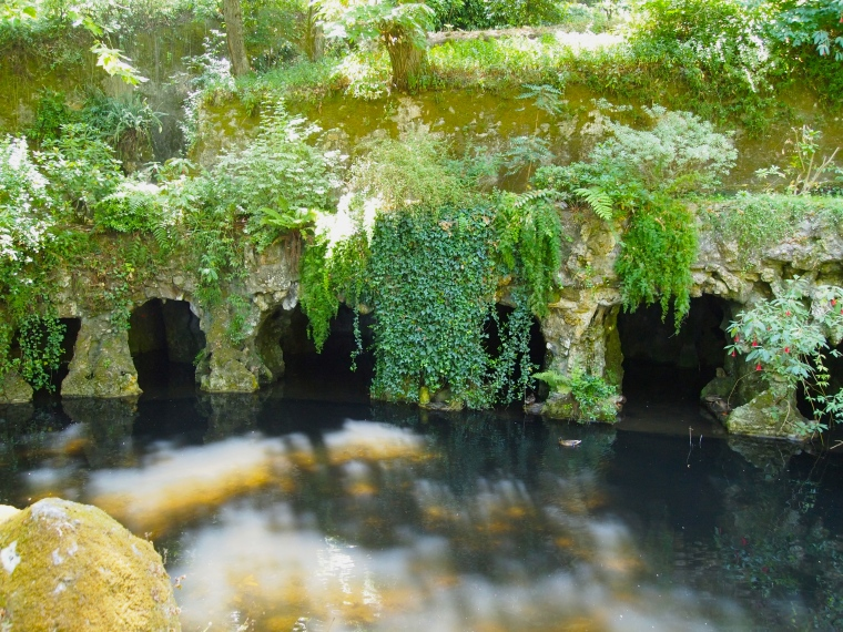 Labyrinthic Grotto