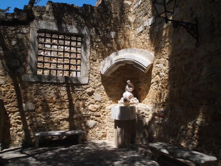 courtyard at Castelo de São Jorge