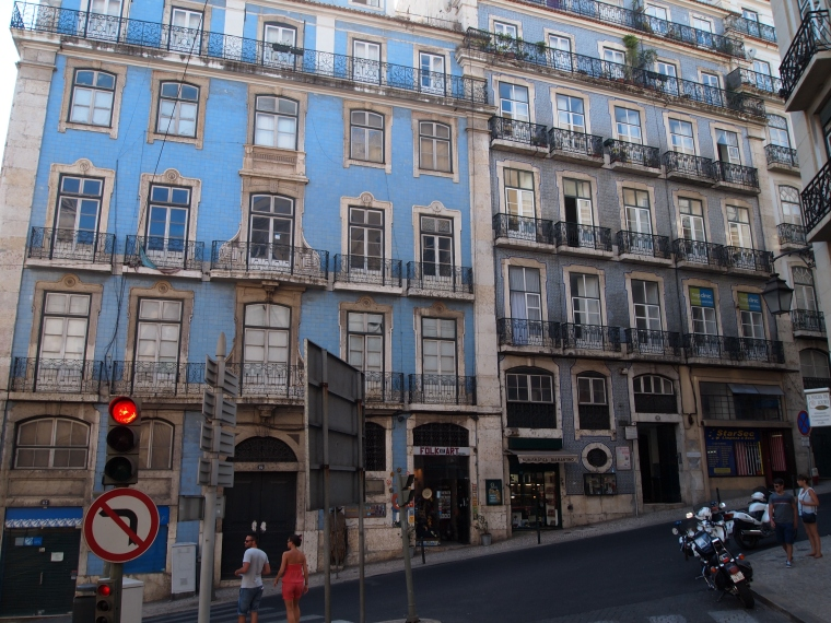 buildings we pass on the Lisbon Sightseeing Bus