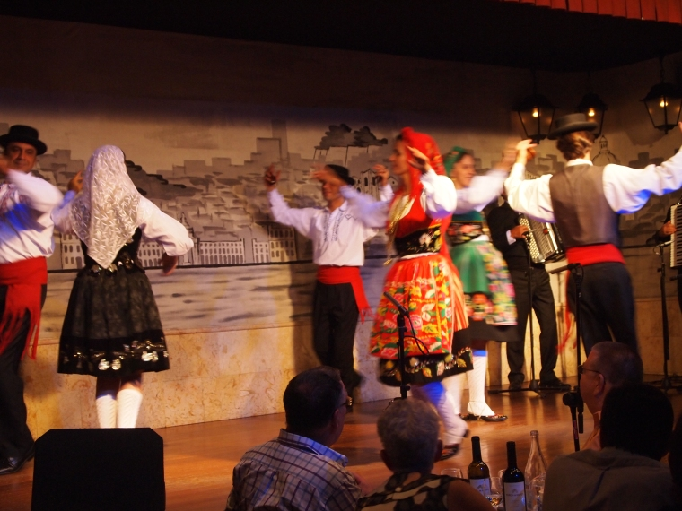 folklore dancers at Café LUSO
