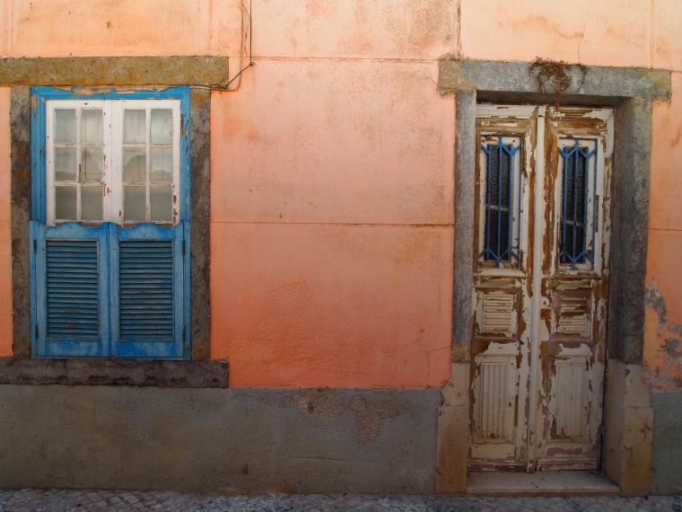colorful Cascais walls