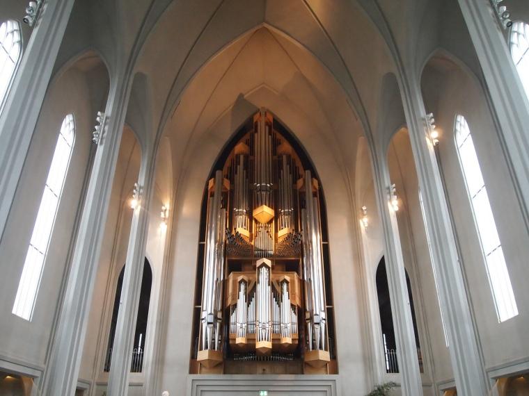 the 5275-pipe organ