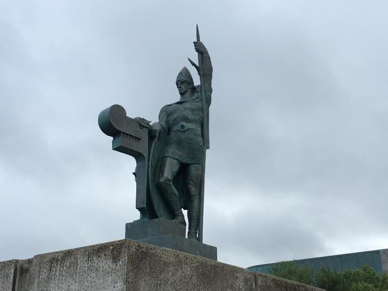memorial to Ingólfur Arnarson