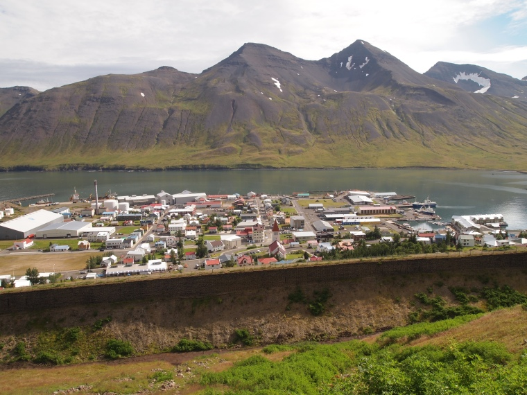 the avalanche walls and Siglufjörður