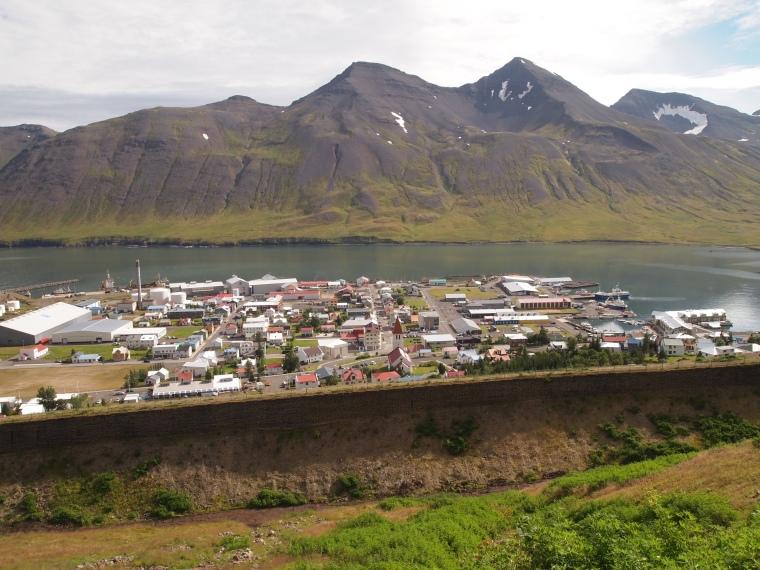the avalanche walls and Siglufjörður
