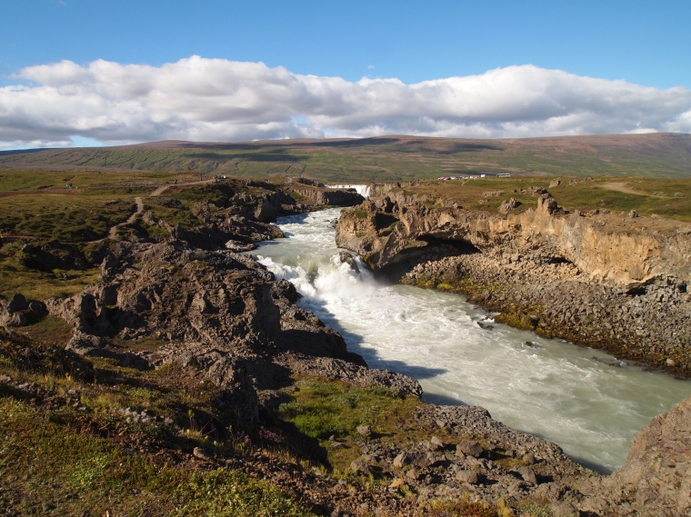 walking up the east side of Goðafoss