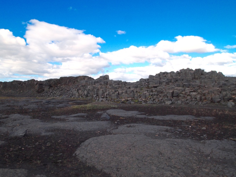 the walk to Dettifoss