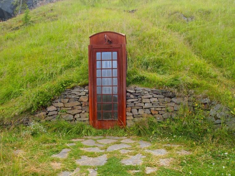 Hvað er að frétta? (What's new?) phone booth