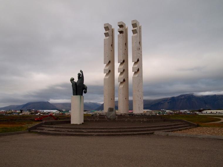 statue at Höfn