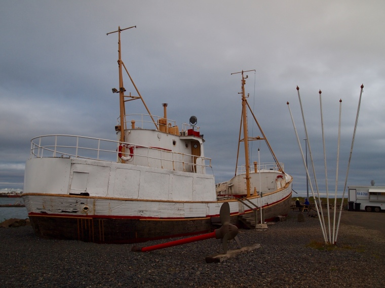 old boat in Höfn