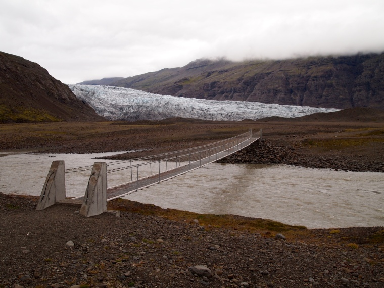 suspension bridge at Fláajökull glacier tongue