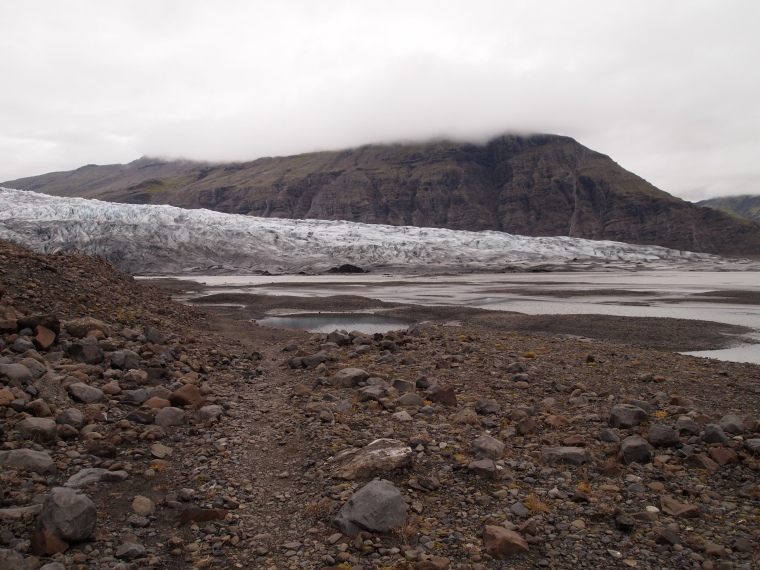 the barren landscape around Fláajökull
