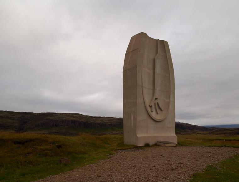 Memorial along the Ring Road