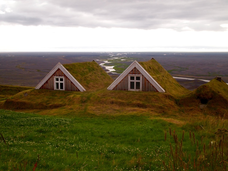 The traditional turf-roofed farmhouse Sel