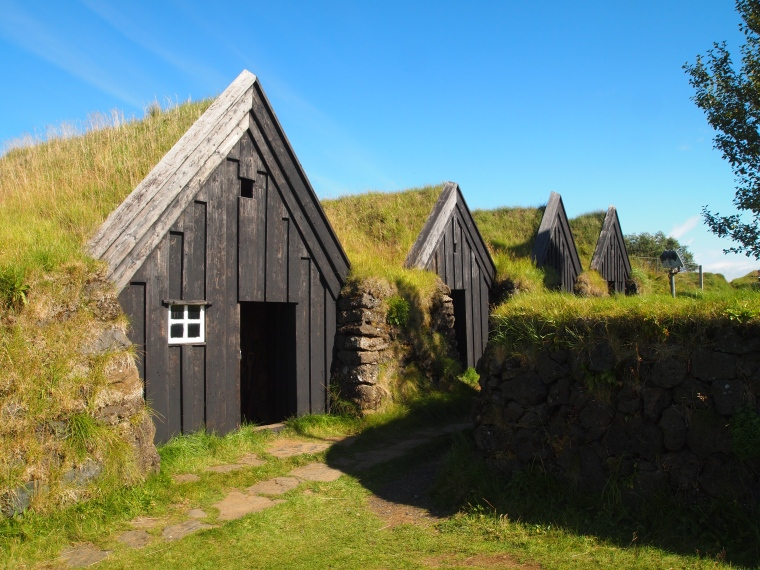 turf houses at Keldur