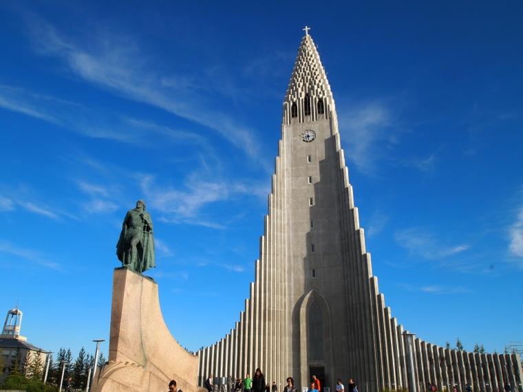 Hallgrímskirkja & Viking explorer Leifur Eriksson