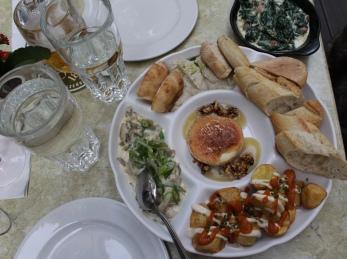 dinner at Két Szerecsen